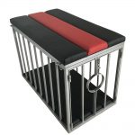 Playroom - Banc Doggy Sling placé sur la cage